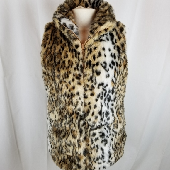 Rue21 Jackets & Blazers - Fuzzy Leopard print vest